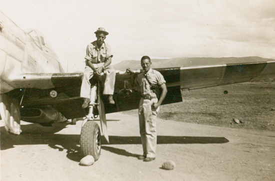 Villchur with one of the pilots and his P-47. Villchur developed a method for repairing airplane radios without taking them out of the planes, saving time and effort.