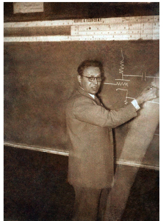 Edgar Villchur teaching the course Reproduction of Sound, whose substance and syllabus he designed, at New York University in 1952.